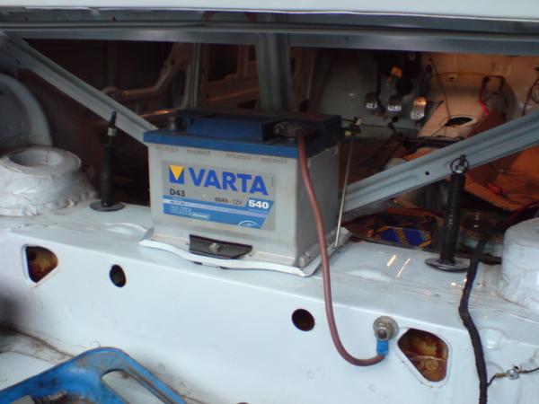 установка дополнительного аккумулятора в багажник